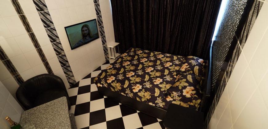 """Комната на ночь/час «Черно-белый дизайн» №4, """"Дом свиданий"""""""